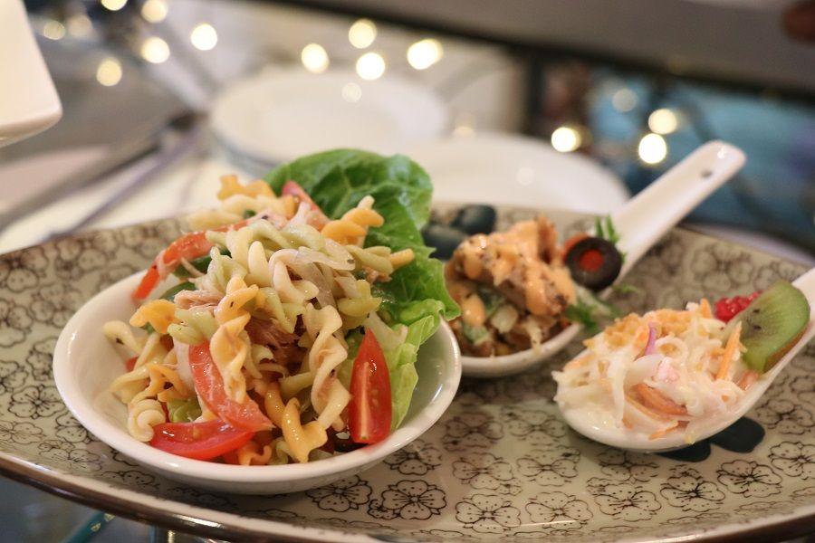 stesen makanan laut adalah antara pilihan yang paling popular di sini ia menyediakan yang terbaik makanan laut dengan pelbagai jenis udang ketam
