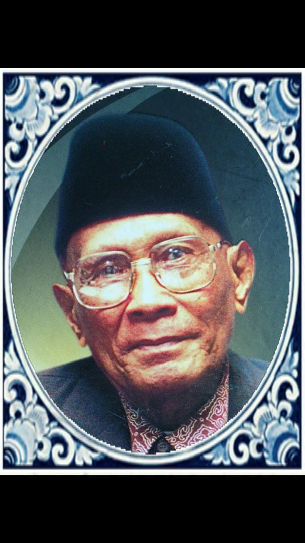 lahir 18 ogos 1928 adalah seorang rakyat malaysia berketurunan melayu dari bangsa banjar merupakan seorang pendidik terkenal dengan rancangan muqaddam pada