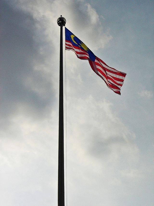 bendera malaysia berkibar megah di dataran merdeka kuala lumpur