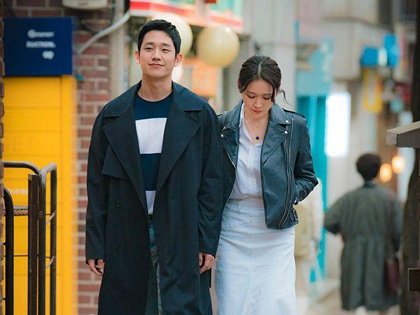 suasana romantis adegan ciuman jung hae in dan son ye jin dibawah guyuran hujan